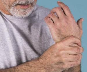 Zespół cieśni nadgarstka: objawy początkowe, leczenie i przyczyny drętwienia rąk